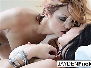 The Jaydens wake up for girl-on-girl joy