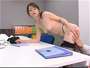 Maki Hojo extraordinaire scenes of dazzling porn at the office