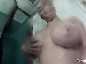 Taylor's Selfie love in The shower