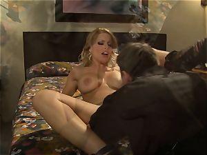 super hot hooker Britney Amber picks up a fortunate punter
