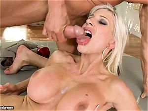 Alluring Puma Swede gets her snatch plunged with lollipop