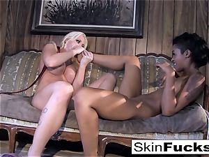 Skin's all girl Dr. Who ass fucking with Leya