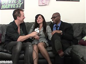 bi-racial porn with mature beauty Lisa Ann with fat mammories