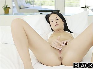 wild Kelly Diamond ready for ebony boner in her backside