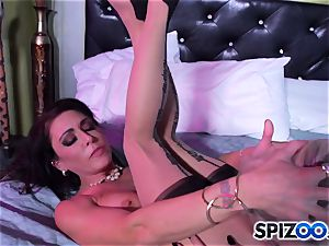 Jessica Jaymes fucking partner comes home and missed all the fun she had with Britney Amber