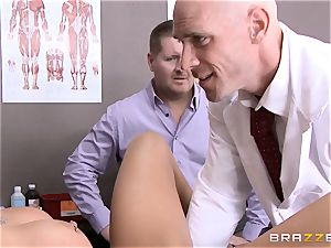 Austin Lynn tears up the physician in front of her boy