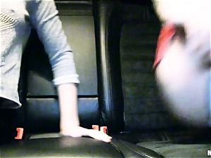 nice Lola Taylor gets juicy pummeling on the back seat