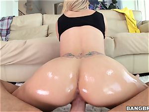 Jessa Rhodes is greased up and well-prepped to be humped