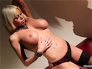 super hot mummy Nikita Von James teases and frigs her cunt