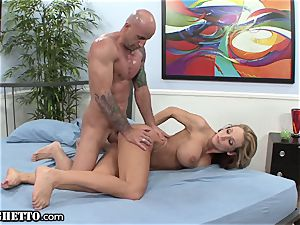 amateur mummy Cuckolds gigantic hubby with Muscle fellow