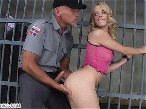 porn in jail. Guard porks nymph prisoner behind slats