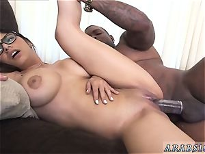 Arab mommy first time Mia Khalifa attempts A thick ebony cock