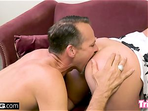 Maddy tears up the therapist while her hubby waits